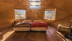 Cabane sous les Etoiles Piece A Vivre, Construction, Couch, Bed, Furniture, Home Decor, Under The Stars, Hobbit Home, Sofa