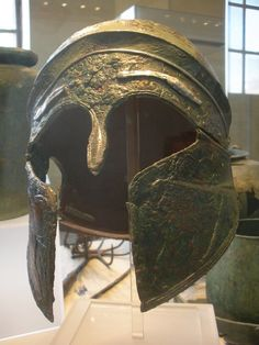 Elmo da parata in bronzo con applicazioni in argento - Villa Poniatowski (Museo Nazionale Etrusco) - Roma #TuscanyAgriturismoGiratola