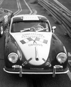 Sabor clásico con este #Porsche 356 Super 1600 de la #CarreraPanamericana de 1953. Una pieza de la marca Ninco rápido y divertido en la pista