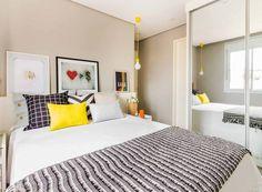 O quarto tem leves toques de cor que o tornam divertido e moderno. Os pôsteres são da Apto41 e da Mercatto Casa (Foto:   ATA Photograph/Divulgação)