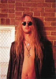 Jerry Cantrell, picture from Watt (Dutch magazine) April 1993 Metal Bands, Rock Bands, Chris Cornell Live, Grunge Hippie, 90s Grunge, Mike Starr, Jerry Cantrell, Mad Season, Temple Of The Dog