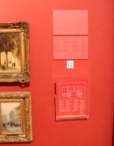 Tarjetas/Cedularios del Museo de Bellas Artes, Buenos Aires. buena forma de agregar información sin contaminar visualmente el espacio de las obras.
