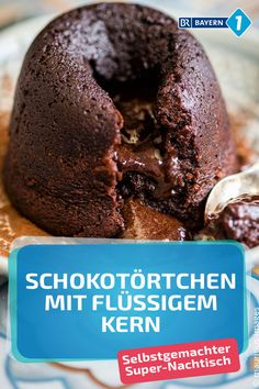 Chocolate tartlets with a liquid core: recipe for warm chocolate cakes Chocolate Fondant, Love Chocolate, Chocolate Recipes, Christmas Party Food, Christmas Desserts, Xmas Dinner, Lava Cakes, Köstliche Desserts, Sweet Tooth
