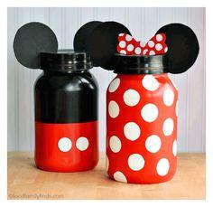 Increíbles ideas para una fiesta de cumpleaños de Mickey Mouse. Encuentra todos los artículos para tu fiesta en nuestra tienda en línea: http://www.siemprefiesta.com/fiestas-infantiles/ninos/articulos-mickey-mouse.html?utm_source=Pinterest&utm_medium=Pin&utm_campaign=Mickey%2BClassic