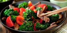 Beef with broccoli and red bell pepper stir-fry