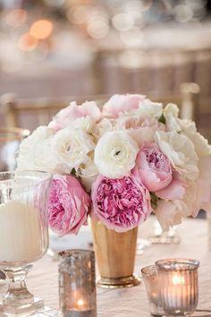 Gorgeous wedding cen...
