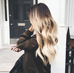 ooh so pretty | long hair, waves, vhairstyle, hair inspiration, everyday, bayalage, balayage, easy, diy ideas, casual, minimalist, minimalism, minimal, simplistic, simple, modern, contemporary, classic, classy, chic, girly, fun, clean aesthetic, bright, pursue pretty, style, neutral color palette, inspiration, inspirational, diy ideas, fresh, stylish,