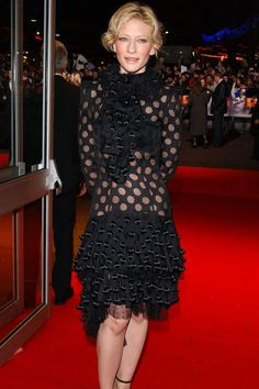 She chose a Yves Saint Laurent dress for the London premiere of [i]The Aviator[/i]. Celebrity Dresses, Celebrity Photos, Aacta Awards, Berlin Film Festival, Alexander Mcqueen Dresses, Evolution Of Fashion, Vogue Covers, Dior Couture, Cate Blanchett