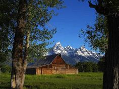 Free Stock Photo in High Resolution - Mormon Row Barns in Grand Teton - Wyoming - Travel Grand Teton National Park, National Parks, Lava, Going Off The Grid, Barn Plans, Old Barns, Road Trip Usa, Covered Bridges, The Ranch