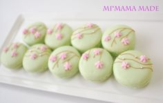Mi*mama: flower decorated macarons