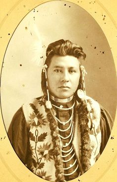 A Nez Perce man. ca. 1890. Photo by Bowman. Pendleton, Oregon: