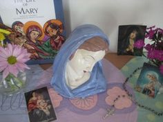 Five Simple Ways to Invite Mary Into Your Heart, Your Home, Your FamilyCatholicMom.com