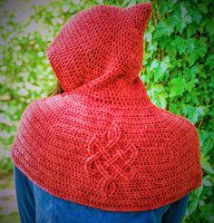 Cadha's Celtic Capelet Crochet pattern by Laurinda Reddig - Stola Stricken Crochet Shawls And Wraps, Crochet Scarves, Crochet Yarn, Free Crochet, Crochet Capelet Pattern, Snood Pattern, Shawl Patterns, Knitting Patterns, Crochet Patterns