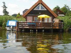 Reetgedecktes Bootshaus am Mirower See