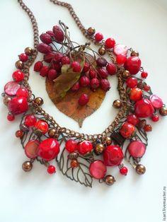 """Купить """"Морозные ягоды"""" колье из натуральных камней. Коралл, варисцит. - авторские украшения"""
