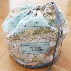 Discover ideas about hola diy. plan b anna evers diy travel kit (toiletry bag) bag pouch Travel Kits, Travel Bag, Drawstring Bag Pattern, Drawstring Bags, Map Crafts, Little Presents, Diy Couture, Fabric Bags, Map Fabric