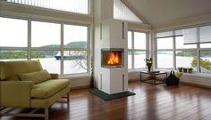 Nordpeis Chicago | Varmefag - spesialister på peiser og ovner. Wood, Home, Renovations, Wood Stove, Windows, House, Modern, Summer Cabins, Modern Fireplace