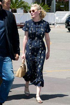 Kirsten Dunst en Cannes con un bonito vestido primaveral.