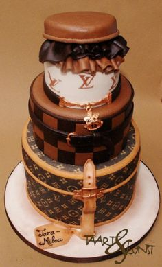 louis vuitton cake Shoe Box Cake, Bag Cake, Beautiful Cakes, Amazing Cakes, Debut Cake, Louis Vuitton Cake, Gift Box Cakes, Cake Decorating With Fondant, Designer Cakes