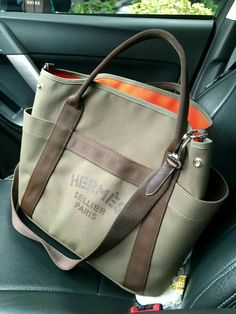 On Saturday, I posted equestrian excellence - these are grooming bags of style, to say the least! Hermes are the finest 'saddlers' and… New Handbags, Hermes Handbags, Purses And Handbags, Designer Handbags, Tote Bags, My Bags, Hermes Bags, Hermes Men, Linen Bag