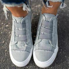 Casual Heels, Low Heels, Casual Sneakers, Sneakers Fashion, Fashion Shoes, Shoes Sneakers, Converse Shoes, Nike Shoes, Jogging