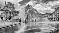 https://flic.kr/p/WYdNTD | Pyramide du Louvre, Jour d'orage | Leica M8, Tri-Elmar WATE