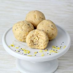 Prot: 9 g, Carbs: 3 g, Fat: 7 g, Cal: 114 (2 pieces) Satisfy your lemon craving with an easy, high-protein treat! These Lemon Poppy Protein Bites are sure to please! I made these with Quest Nutrition Multi-Purpose Mix (unflavored) protein powder. The whey/casein blend is great for baking, and
