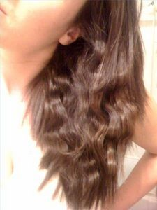 How to Make Straight Hair Wavy Without a Curling Iron