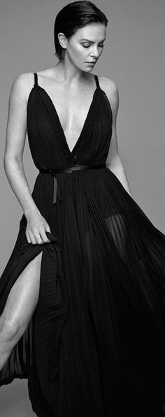 Who made Charlize Theron's black pleated gown? Jennifer Hudson, Jennifer Connelly, Jennifer Aniston, Charlize Theron Style, Fashion Dictionary, Elizabeth Hurley, Kristin Cavallari, Rachel Bilson, Zoe Saldana