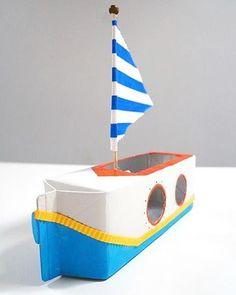 Pyssla ihop båtar av exempelvis mjölkkartonger. Perfekt att leka med en härlig…