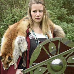 Einen Keltischen Herzknoten knüpfen - Battle-Merchant Blog Larp, Riding Helmets, Battle, Tips, Blog, Crafts, Historia, Leather Tutorial, Medieval