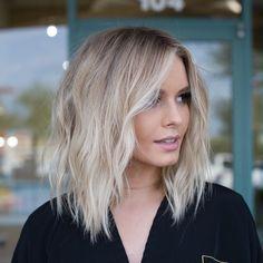 Creative Blonde Balayage Hair Color Ideas to Wear in 2020 Medium Hair Styles, Curly Hair Styles, Hair Medium, Frontal Hairstyles, Brown Blonde Hair, Blonde Ombre Short Hair, Blonde Highlights Short Hair, Long Bob Blonde, Wavy Hair