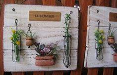 新作たち ロハスに連れていきますので シュガーさんのブース(31番)に来てくださいね♪ 作品に使っている 瓶や小物の在庫がなくなってしまっ... Wire Crafts, Diy And Crafts, Garden Art, Garden Plants, Deco Floral, Art For Art Sake, Wire Art, Dried Flowers, Metal Jewelry