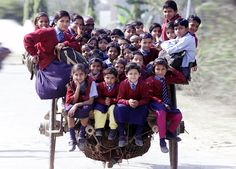 25 Of The Most Dangerous And Unusual Journeys To School In The World.Schoolchildren riding a horse cart back from school in Delhi, India Schools Around The World, People Around The World, Around The Worlds, Baby Kind, Belle Photo, Transportation, Beautiful People, Funny Pictures, Portraits