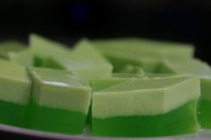 Agar-Agar Pandan or Coconut milk pandan flavored jelly is easily available at the cake shop or bakery in Singapore. You can see this in almo. Asian Snacks, Asian Desserts, Sweet Desserts, Delicious Desserts, Yummy Food, Filipino Desserts, Malaysian Cuisine, Malaysian Food, Malaysian Recipes