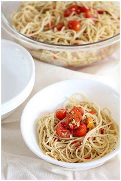 Foodagraphy. By Chelle.: Tomato aglio olio