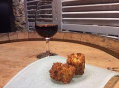Croqueta de hongos y su vino