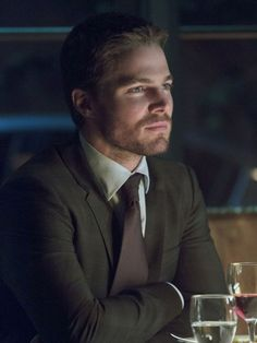 Arrow Season 2 - Oliver Queen