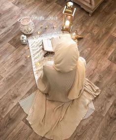 Mubarak Ramadan, Orange Craft, Jack O Lantern Faces, Mekka, Islamic Girl, Hijabi Girl, Ramadan Decorations, White Balloons, Hijab Tutorial