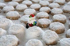 Διάλεξα για εσάς τις κορυφαίες συνταγές για κουραμπιέδες, για να σας λένε όλοι «Θέλω κι άλλον»! Greek Sweets, Christmas Biscuits, Christmas Time, Christmas Recipes, Sweet Tooth, Almond, Kai, Sweet Treats, Food And Drink