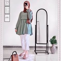 Islamic Fashion, Muslim Fashion, Hijab Fashion, Fashion Dresses, Ootd Hijab, Hijab Chic, Hijab Outfit, Winter Fashion Outfits, Casual Outfits