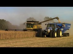 New Holland CR8090 Twin Rotor Combine Harvesting Soybeans