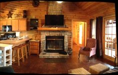 $110.00/night - LogCabin Quiet1 M to SDC Jacuzzi Private Lake WiFi