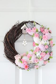 Decofleur Easter Wreaths, Holiday Wreaths, Dollar Tree Flowers, Easter Flower Arrangements, Willow Wreath, Beautiful Flowers Wallpapers, Spring Projects, Hoppy Easter, Wreath Crafts