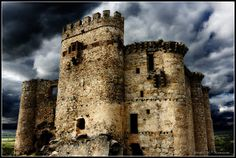 Castillo de Belvis de Monroy, Caceres, Extremadura - Spain Places Around The World, Around The Worlds, Castles To Visit, Fairytale Castle, Fortification, Beautiful Places, Spain, Tower, Mansions