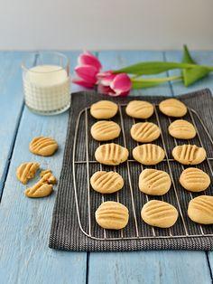 Arašídové sušenky - klasická verze / peanut butter cookies Mini Cheesecakes, Peanut Butter Cookies, Mini Cupcakes, Cookie Cutters, Muffin, Goodies, Baking, Breakfast, Sweet
