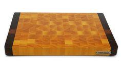 End grain cutting board made with ivory and brazilian walnut. Tábua de corte feita de marfim e imbuia.  446 x 297 x 39 mm; 4125 g #diy #endgraincuttingboard #woodwork #woodworking #madebyme