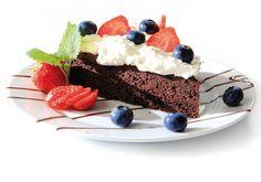 Rød og hvit blåbærdrøm med speltmel,  70 % sjokolade, og søtet med Steviosa sukker/pulver. Full oppskrift: http://www.soma.no/oppskrifter/bakverk/rod-og-hvit-blabaerdrom