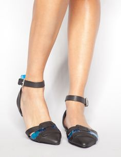 Blue lucite flats from Pixiemarket - going on my wishlist!