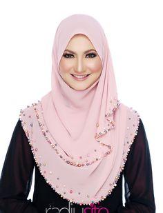 Shawl cun sgt ni. Hijab Style Dress, Modest Fashion Hijab, Hijab Chic, Abaya Fashion, Hijab Outfit, Modest Outfits, Instant Hijab, Hijab Style Tutorial, Turban Hijab